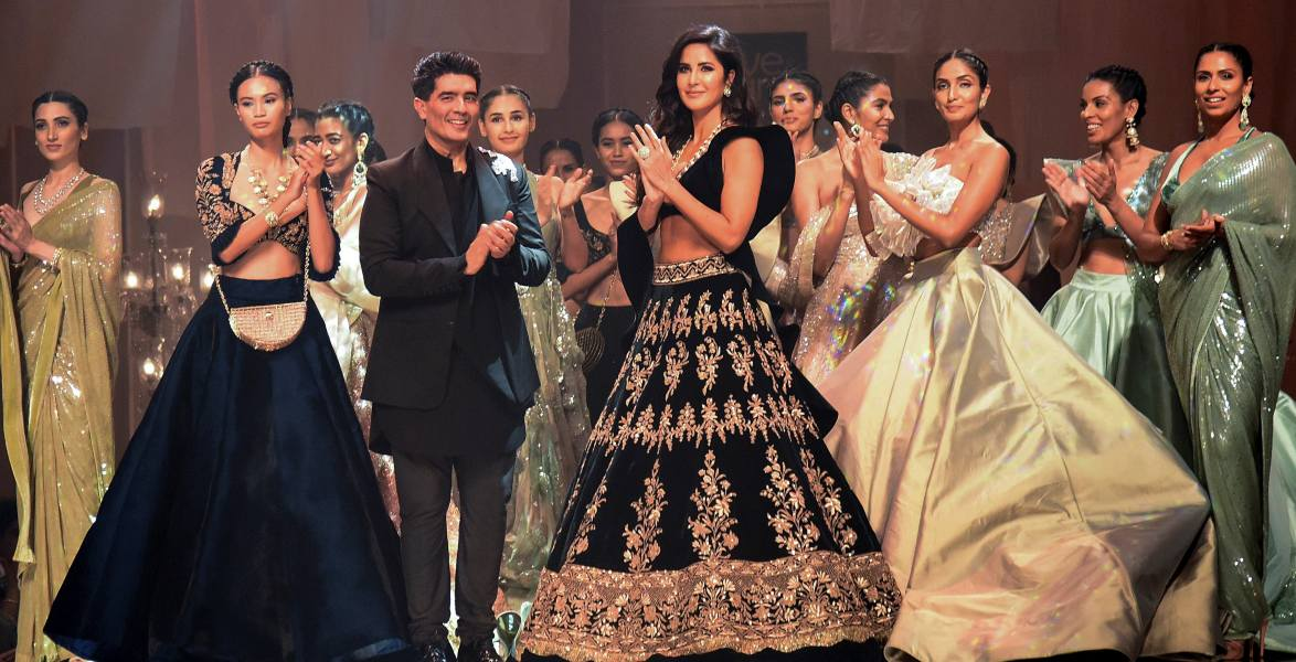 Manish Malhotra At Lfw Piya Comes To Famous Studios With Love Care The Voice Of Fashion